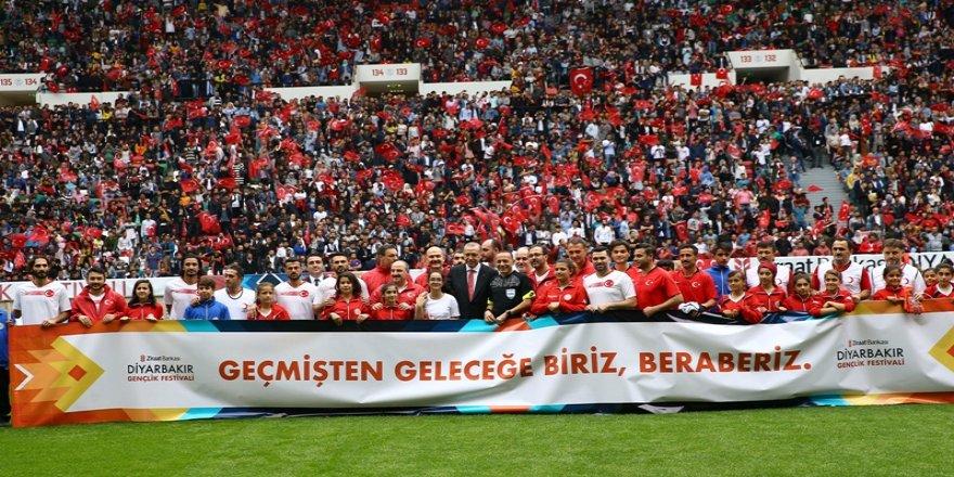 Erdoğan: Yeni dönemin müjdesini verelim