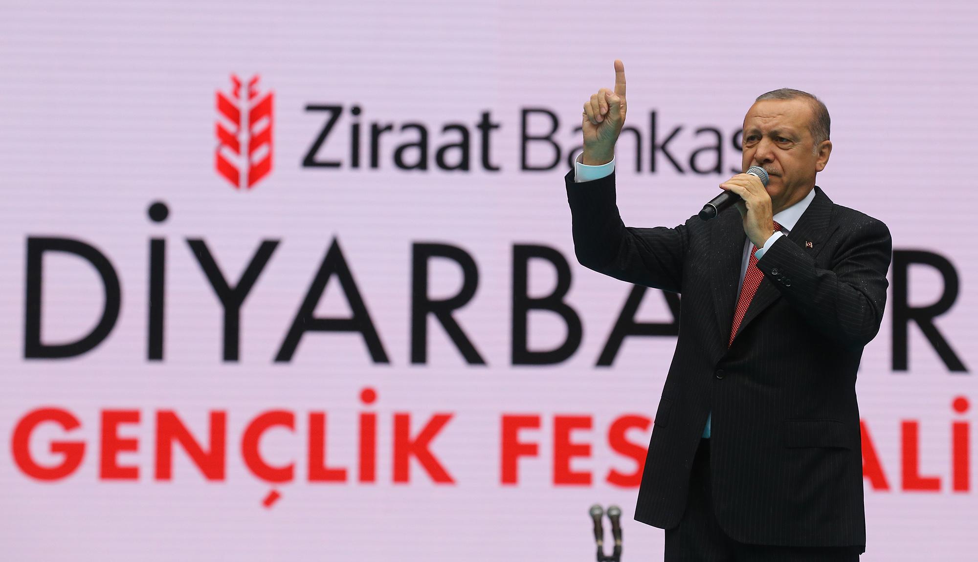 Erdoğan: Çukur kazanlar yine oy alıyor
