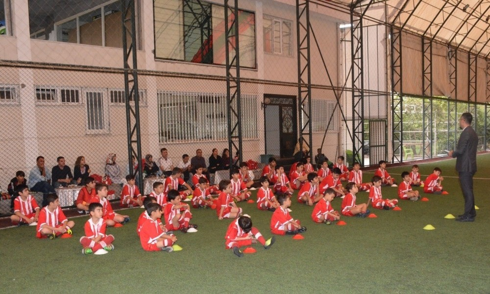 Diyarbakır'da Minik Futbolculara Seminer