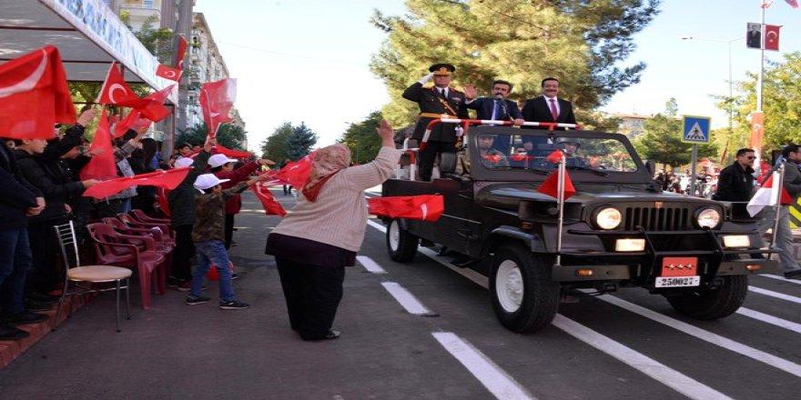 Diyarbakır'da coşkulu Cumhuriyet Bayramı kutlaması