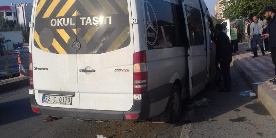 Batman'da öğrenci servisi minibüse çarptı: 5 yaralı