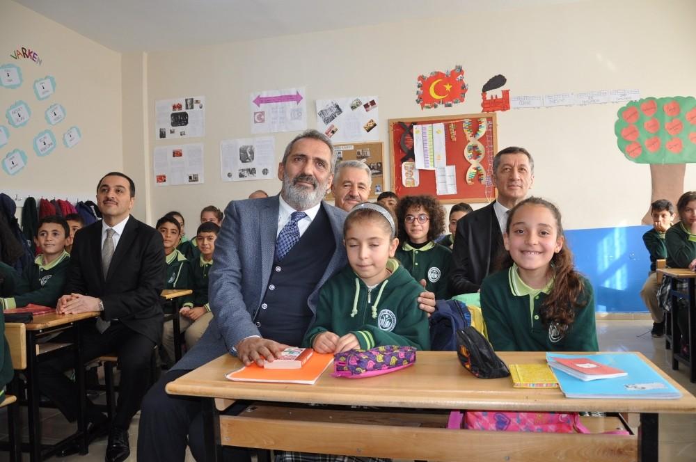 Karslı Öğrenciler Milli Eğitim Bakanı'nı büyüledi