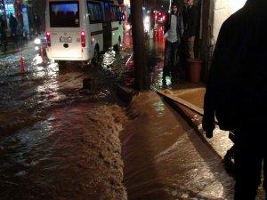 Siverek'te aşırı yağış sele neden oldu