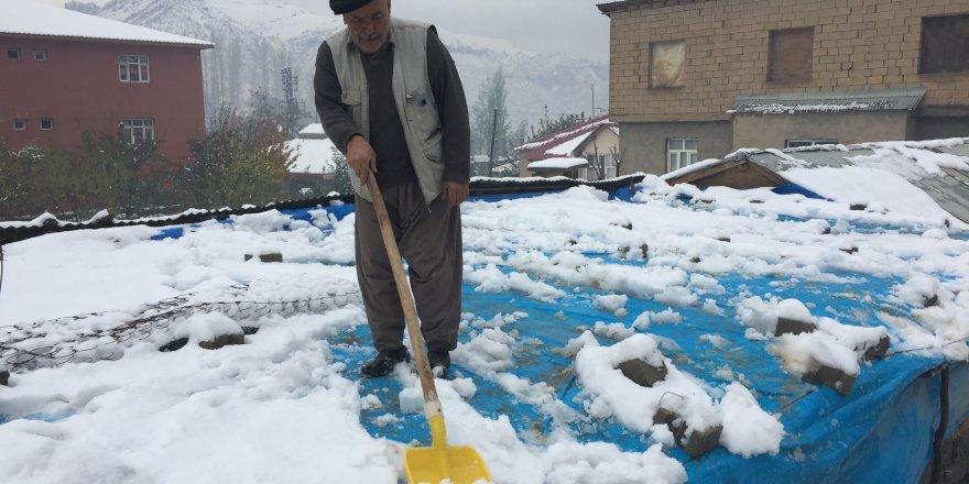 Beytüşşebap'a yılın ilk karı düştü