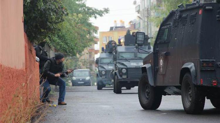 Diyarbakır merkezli IŞİD operasyonu: 24 gözaltı