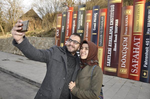 Çukurca'da renkli kitap dekorlarına yoğun ilgi