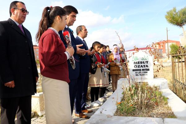 Van'da Deprem Şehidi Öğretmenler Unutulmadı