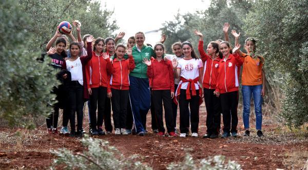 Tarım İşçisi kızlardan şampiyon Voleybolcular çıkardı