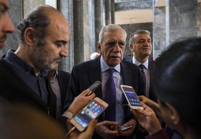 Ahmet Türk'ten adaylık açıklaması