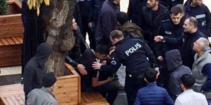 Silvan'da akraba 2 kişi kavgada birbirlerini bıçakladı