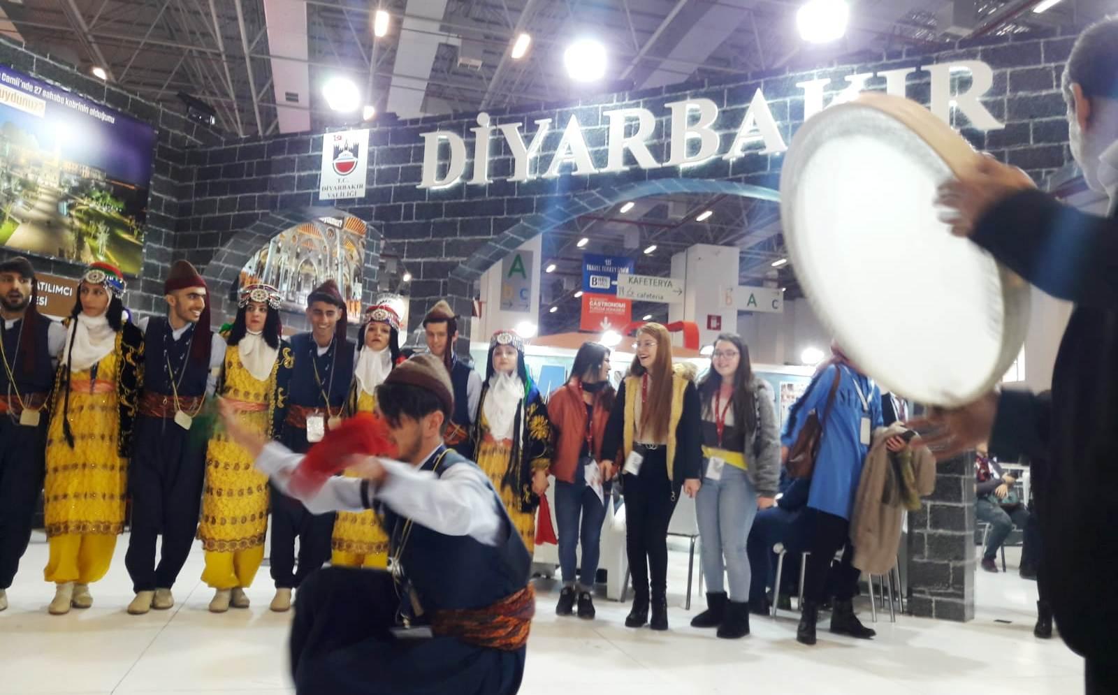 VİDEO- İzmirliler Diyarbakır halayı çekti!