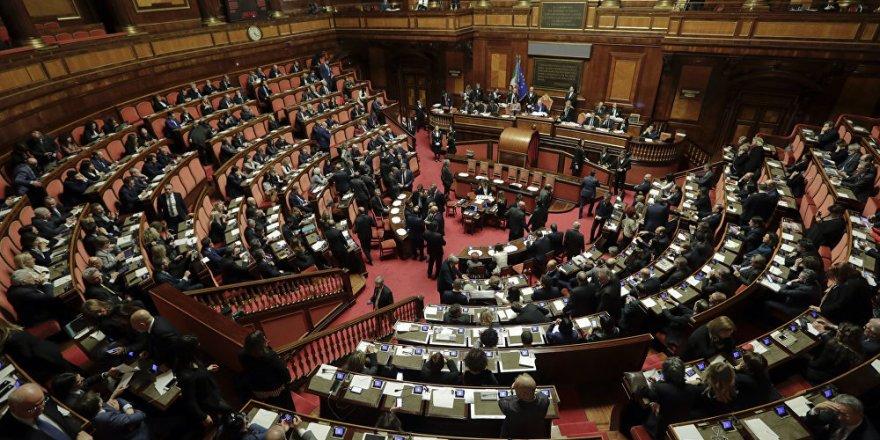 İtalyan parlamentosunda da seks skandalı