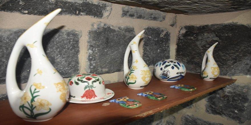 Cizre'nin tarihi mekanlarını çiniye işliyorlar