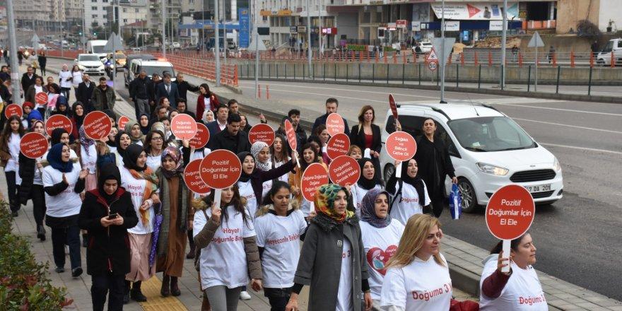 """Mardin'de """"Gebe Okulu Farkındalık Yürüyüşü"""""""