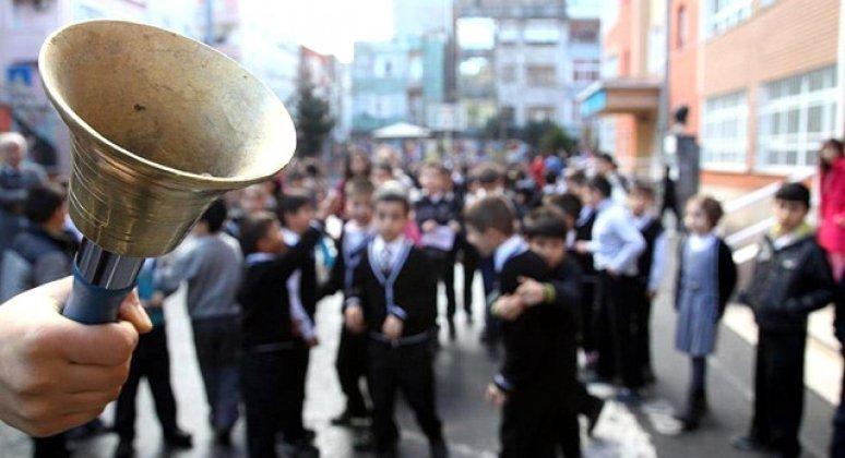 Okul görevlisinin aracından uyuşturucu hap çıktı
