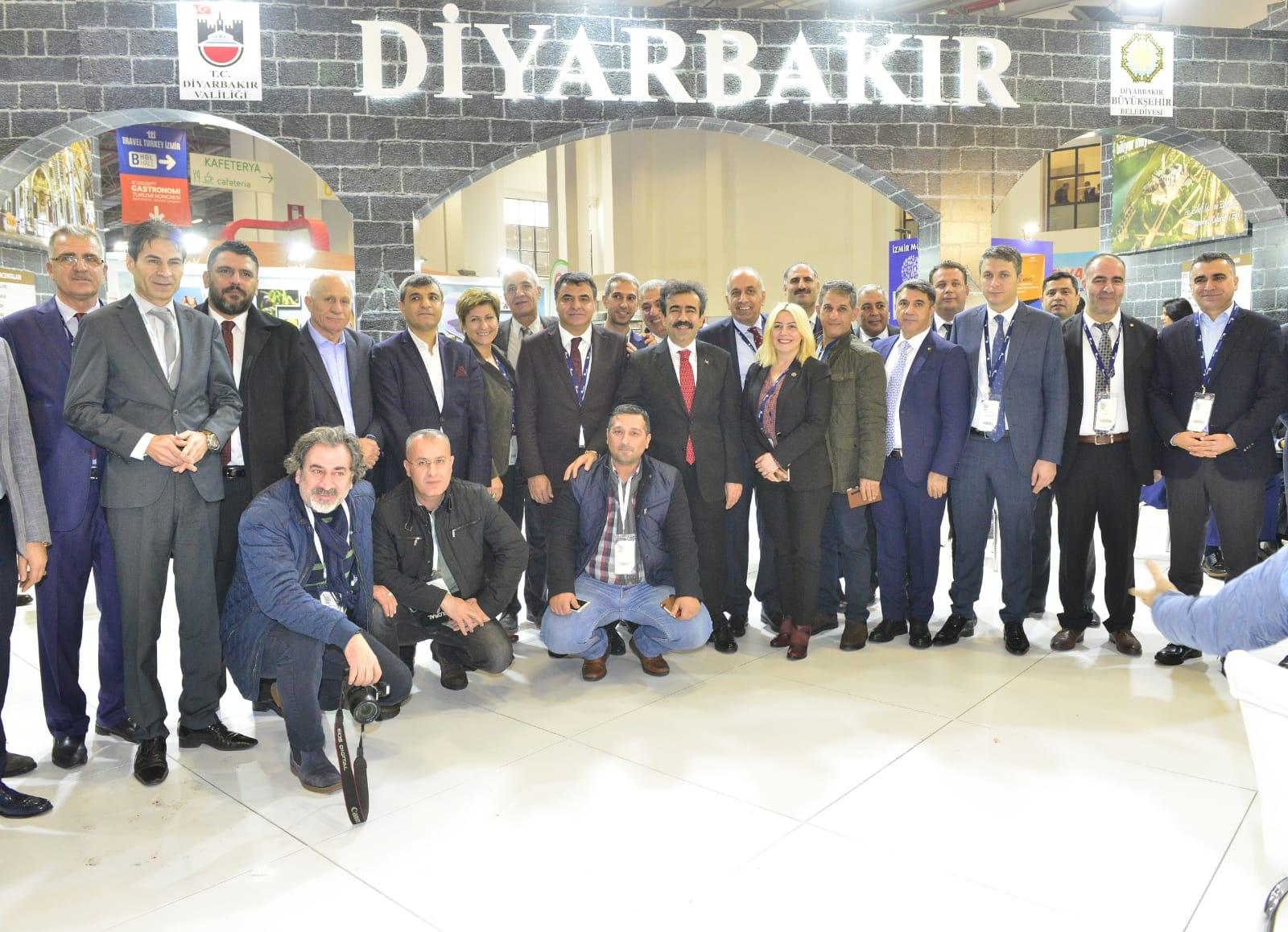 İzmir Fuarı'nda isimleri olan ama kendileri olmayan kurumlar kim?