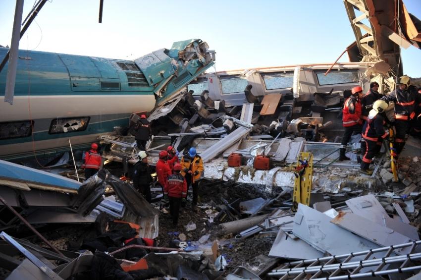 VİDEO- Hızlı tren faciası: 9 ölü 46 yaralı