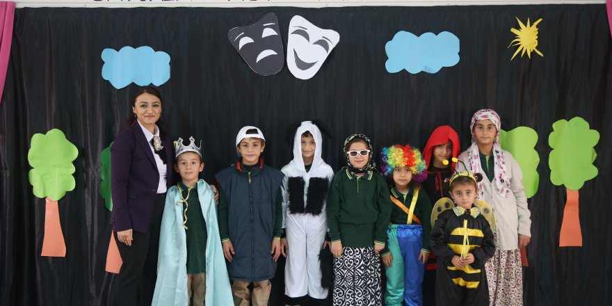 Geleceğin tiyatrocuları köy okulunda yetişiyor