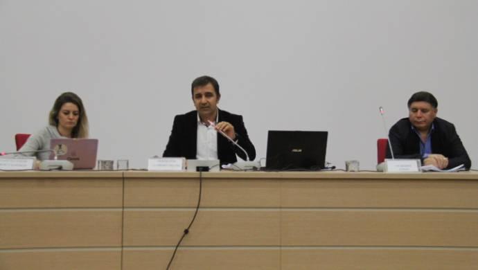 Gazeteci Karakaş: Medya üç maymunu oynuyor