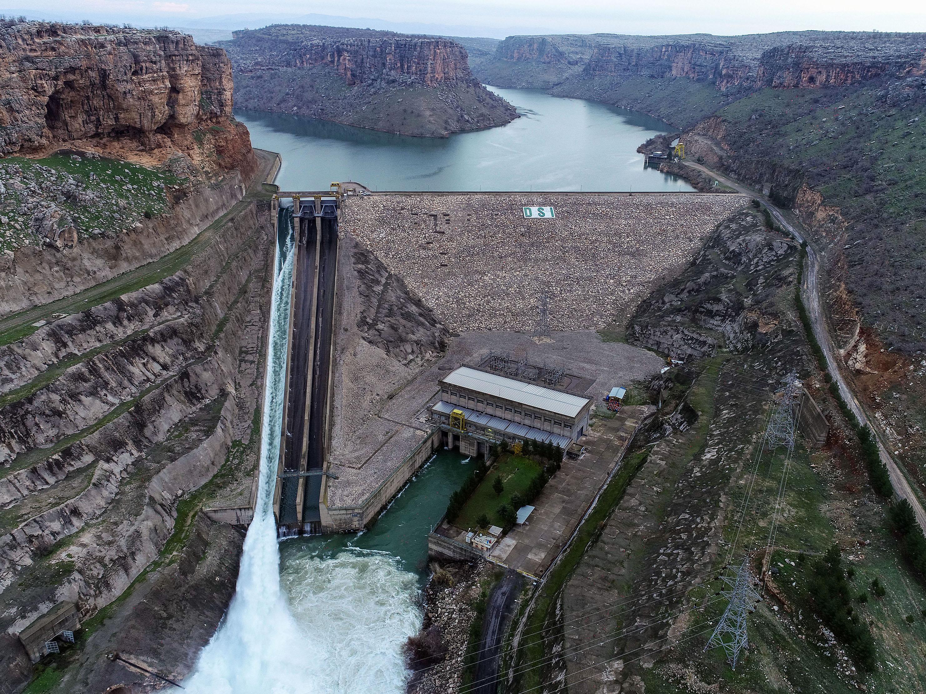 Dicle Barajı'nda beş yılda biriken su beş günde boşalacak