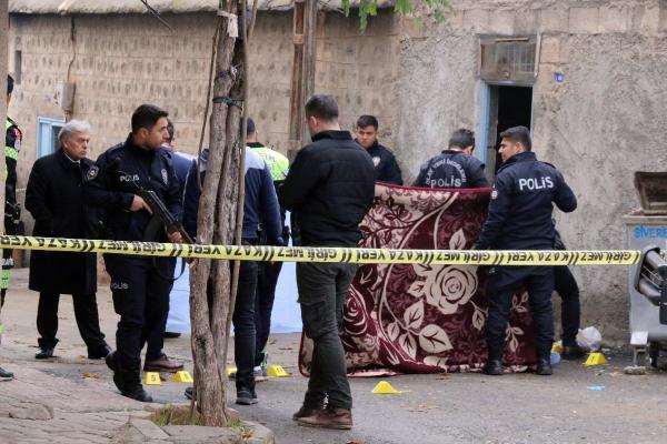 Çiftçi, evinden çıkarken uğradığı silahlı saldırıda öldü