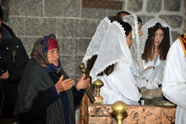 Tarihi Meryem Ana Kilisesi'nde Noel Ayini