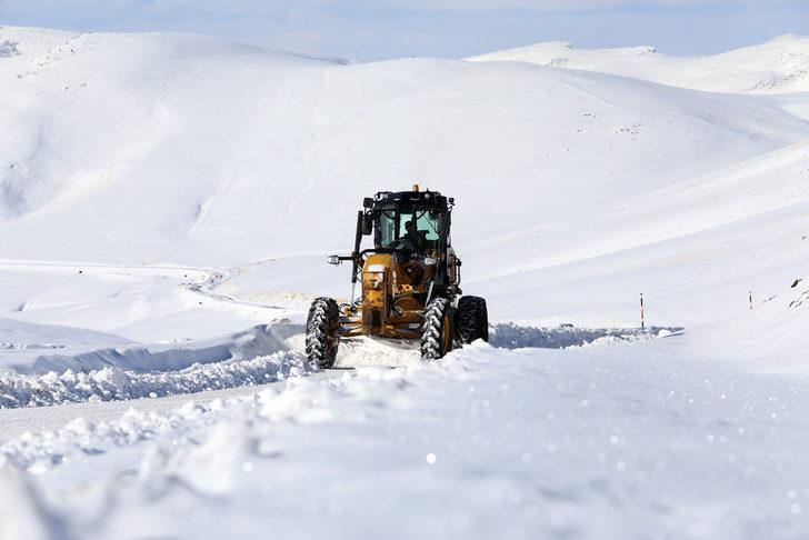VİDEO- 596 Yerleşim Biriminin Yolu Kardan Kapandı