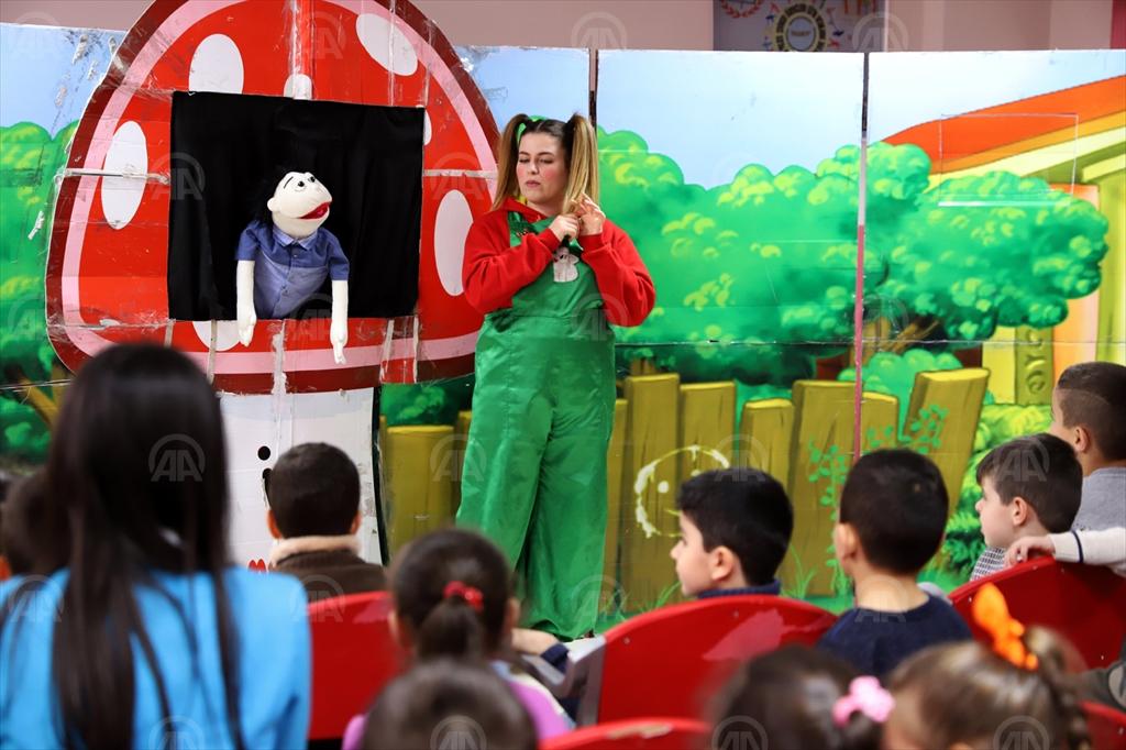 Mardin'de kırsal mahallelerdeki öğrenciler için tiyatro oyunu
