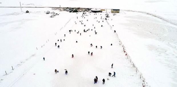 VİDEO- Karacadağ'da kayak keyfi