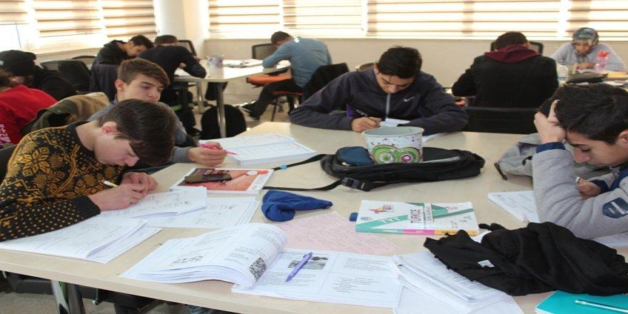Siirt'te Gençlik Merkezine yoğun ilgi