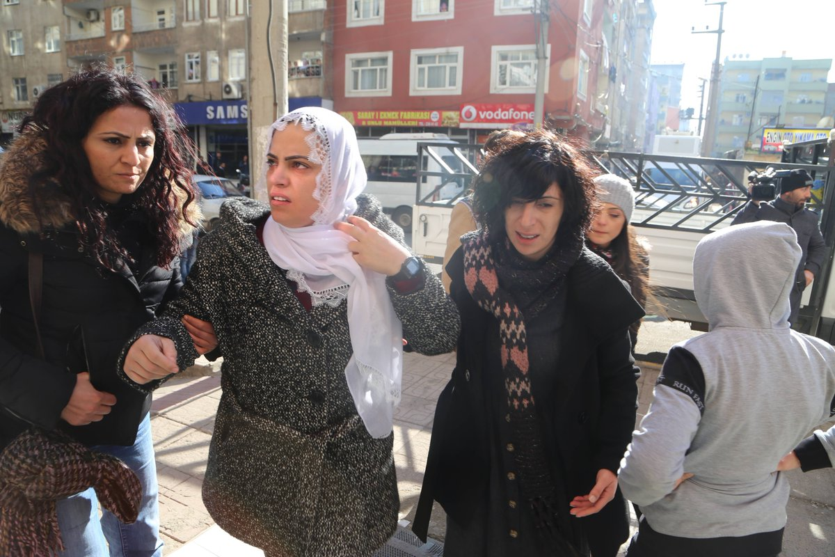 Kadınlar Güven için düdüklü eylem yaptı, polis müdahale etti