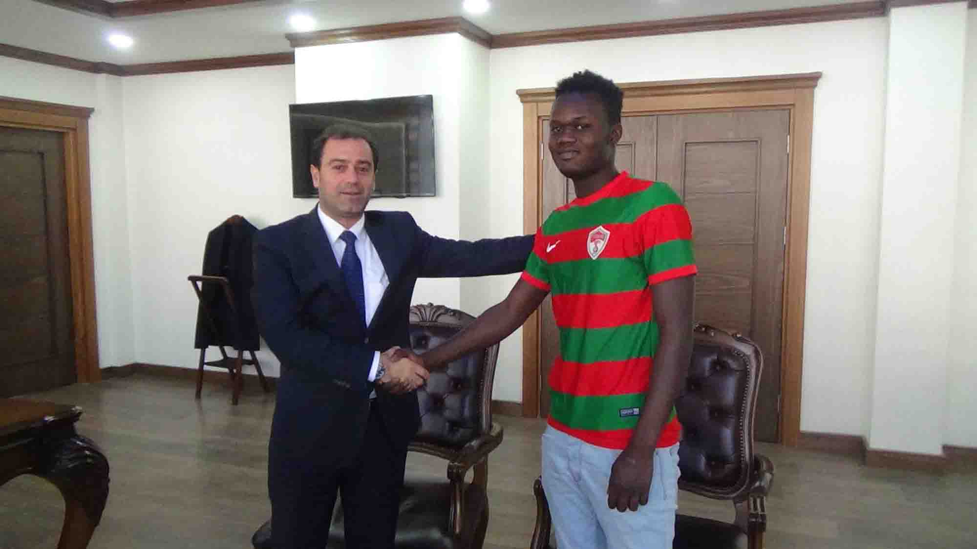 Senegalli oyuncu Diyarbakır'ın Kulp İlçesi'ndeki Pasur Belediyespor'a transfer oldu