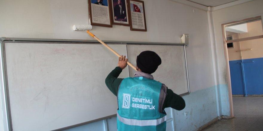 Denetimli serbestlik yükümlüleri okulların bakımını yapıyor