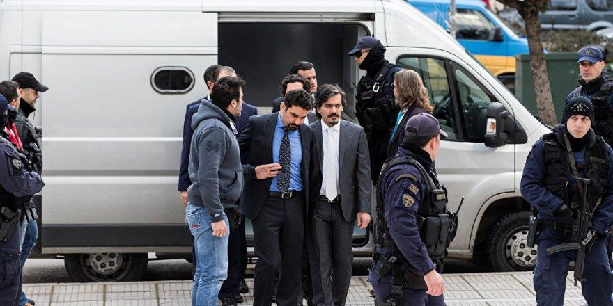 Yunanistan darbeci askerleri cezalandırdı