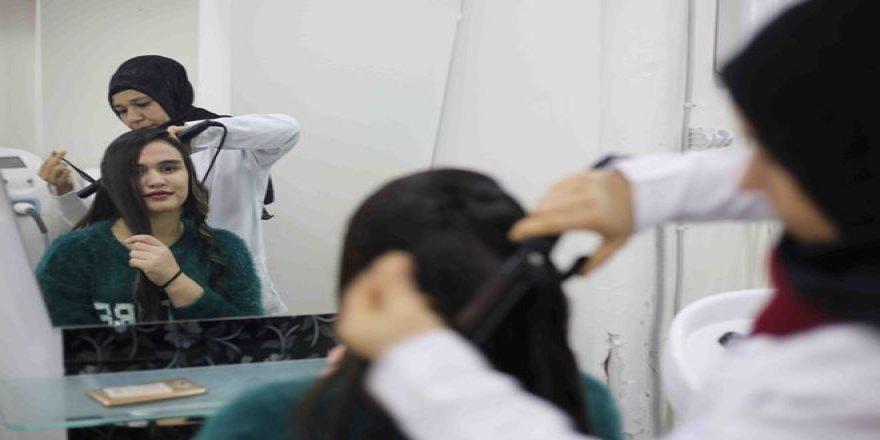 Diyarbakırlı kadınlara ücretsiz güzellik kursu