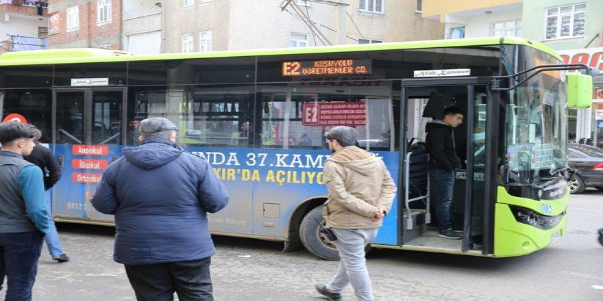 Anne ve 2 çocuğu otobüsün çarpması sonucu yaralandı