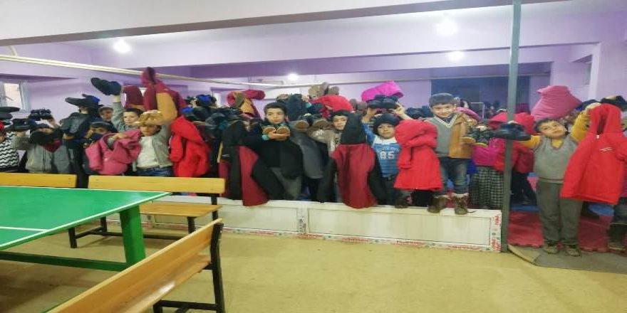 Diyarbakır'da öğrencilere giysi yardımı