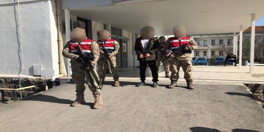 VİDEO- İzmir'de yakalanan örgüt mensubu Diyarbakır'a sevk edildi