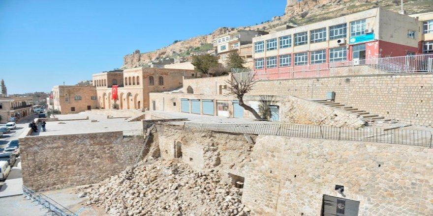 İstinat duvarı yıkılınca tarihi mescidin izi ortaya çıktı