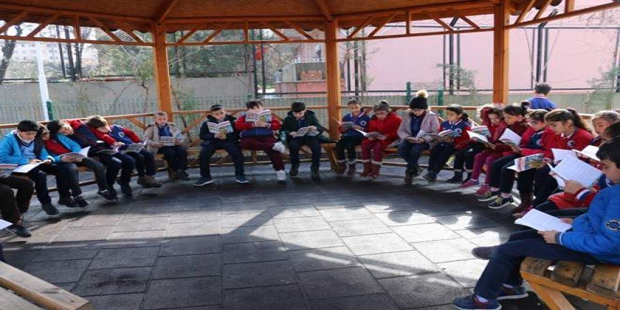 Siirt'te 1500 öğrenci aynı anda kitap okudu