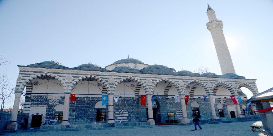 VİDEO - Fatih Camisi önünde anlamlı buluşma!