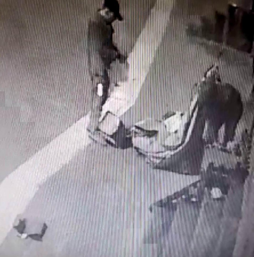 VİDEO - Diyarbakır'da akılalmaz hırsızlık