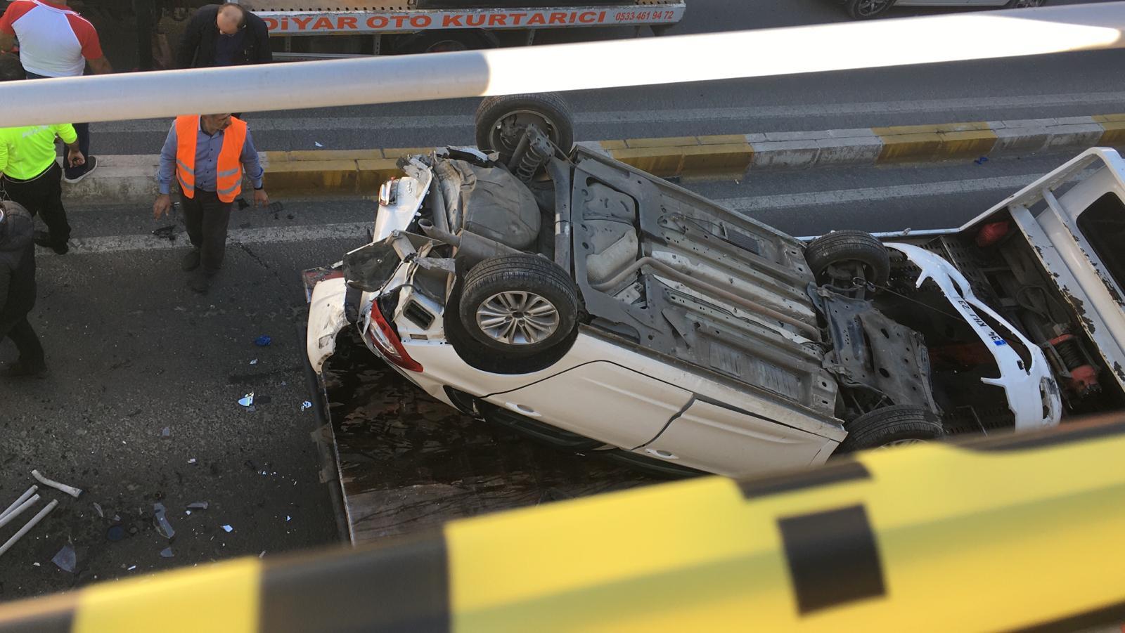 VİDEO - Diyarbakır'da feci kaza: 3 kişi ağır yaralandı