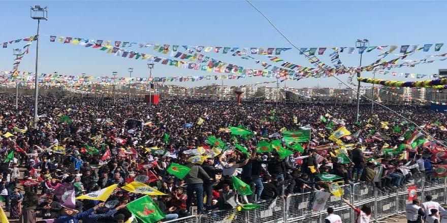 Diyarbakır halkı Newroz alanına akıyor