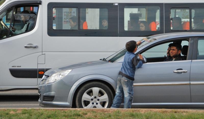 Diyarbakır'da cam silen çocuğun ailesine ceza