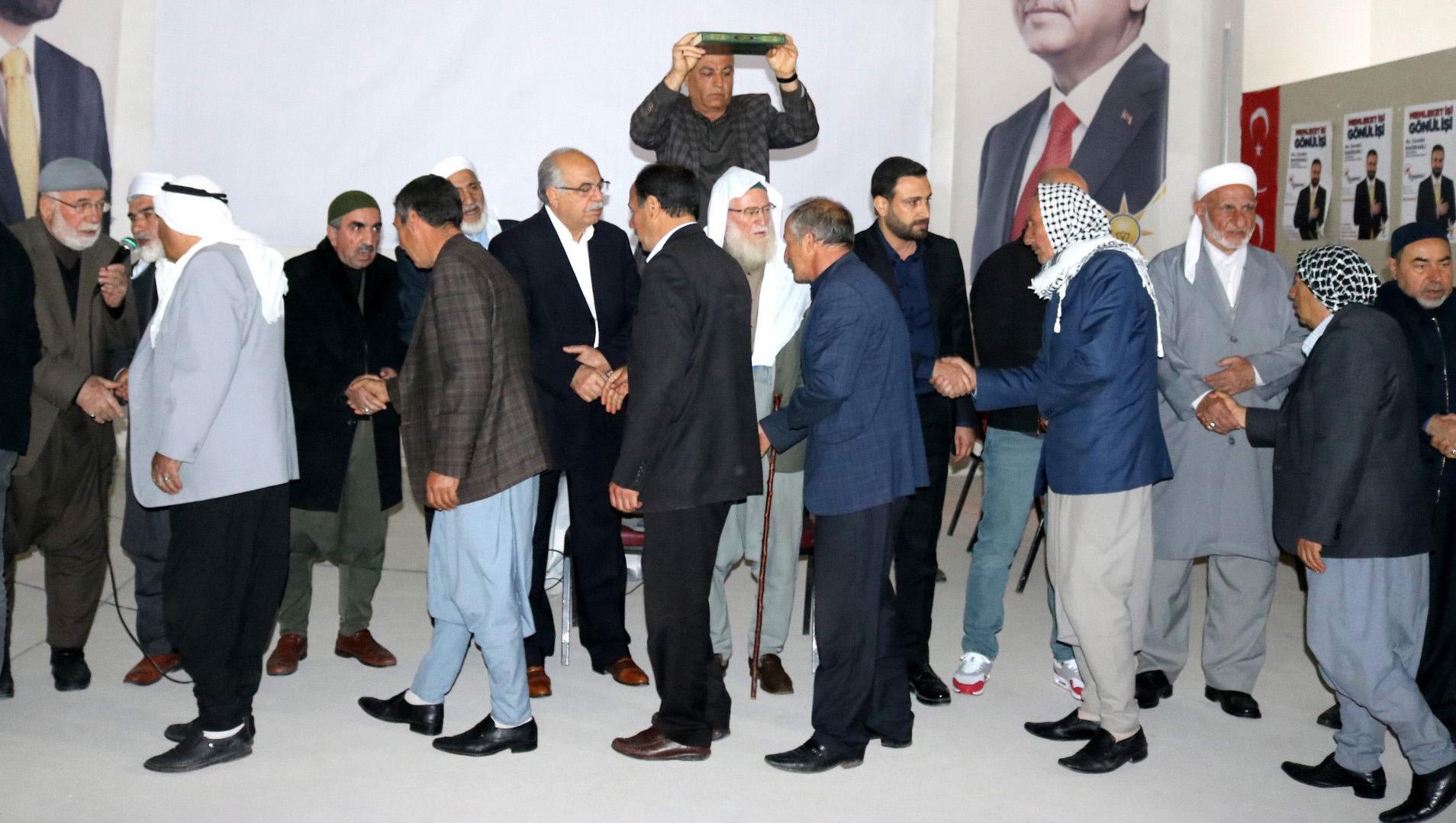 AK Parti adayı Nasıranlı kan davalı aileleri barıştırdı
