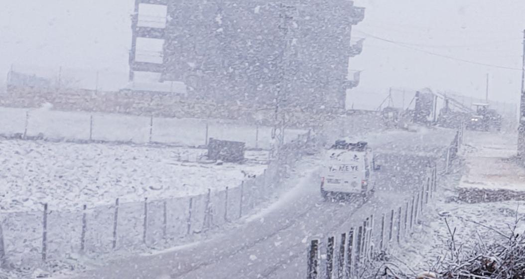 VİDEO-Diyarbakır'da yollar göle döndü, İlçelerinde kar yağışı!
