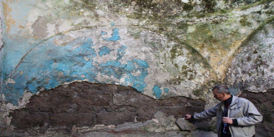 VİDEO - 500 yıllık tarihi hamam dökülüyor!