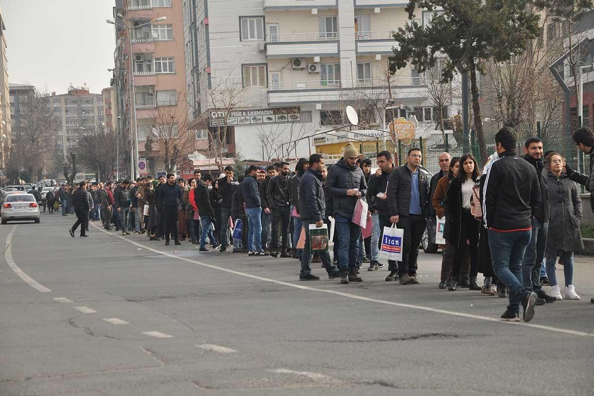 VİDEO-Büyükşehir'in memur alımı seçim sonrasına kaldı!