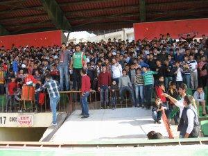 Yeni Diyarbakırspor taraftarı takımının yanında